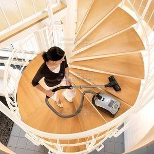Фото уборки лестницы